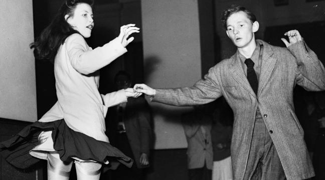 19-fabulous-vintage-photos-of-swing-dancers-busting-their-best-moves-and-grooves-136398386145803901-150529153026